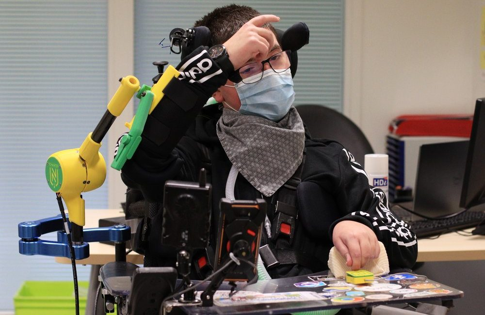 Pierre testing the arm robotic support AT1X